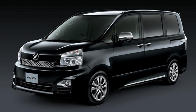 トヨタ ヴォクシーのボディサイズは3代目と2代目でどれだけ違う?車体・室内・荷室サイズを比較してみました! 2代目 R70G/W
